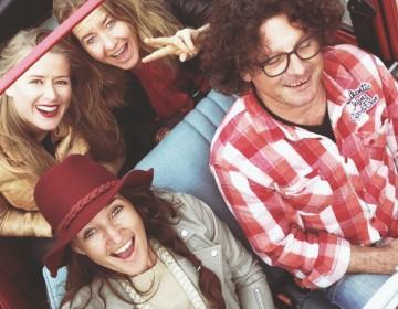 Moderne hippies in lelijke eend